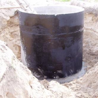 Demontaż starej obudowy studni