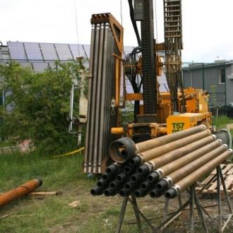 Wiercenie pionowych kolektorow do pompy ciepła dla krytej pływalni w Morawicy