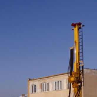 Wiertnica obrotowo-udarowa HYDRO-150 - rok produkcji 2002 - średnica wiercenia 508 mm - napęd główny: silnik DEUTZ - mechanizm zacisku hydraulicznego rury